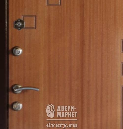 входные двери с накладкой из дуба