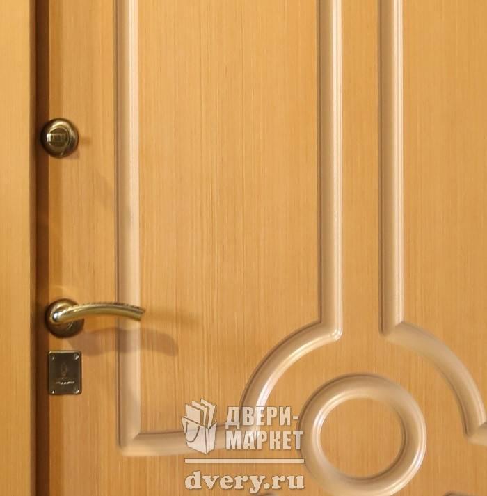 металлические двери с глянцевым покрытием внутри