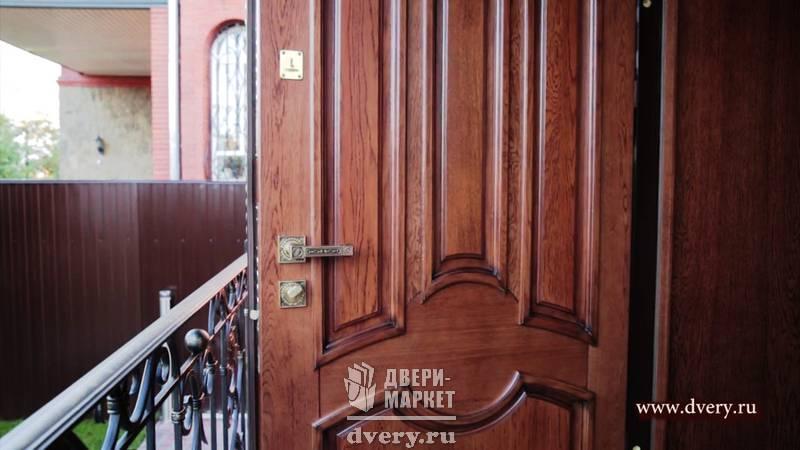 арочные входные двери с дубовой отделкой
