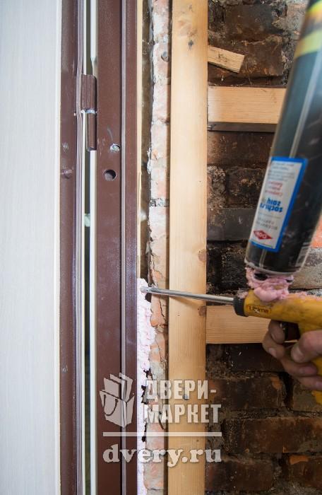 монтаж металлических дверей в москве цены